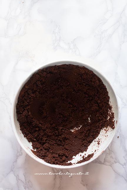 Preparare la base senza cottura - Crostata alla Nutella senza cottura