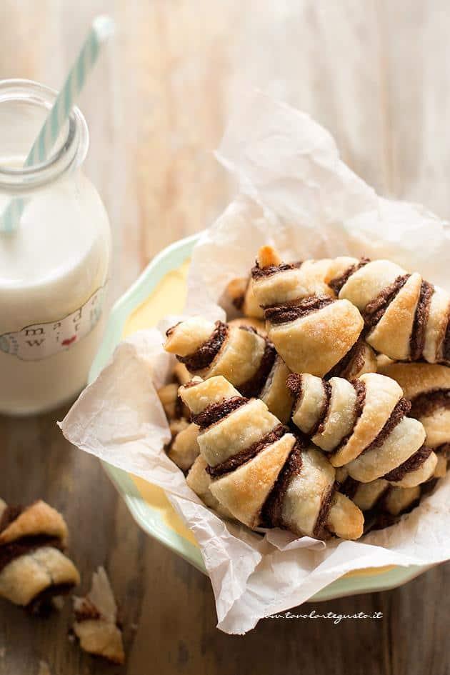 Amato Cornetti veloci alla Nutella - Ricetta Cornetti alla Nutella YU14