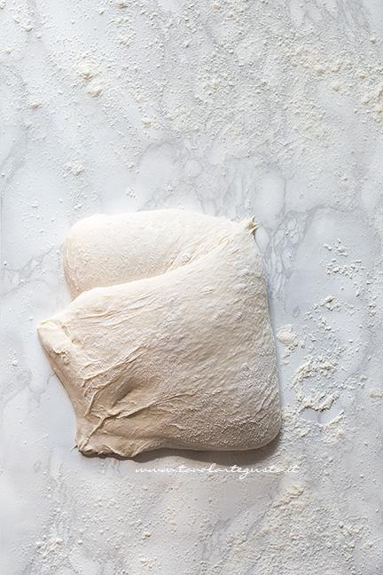 Pieghe a portafoglio 2 - Ricetta pizza in teglia
