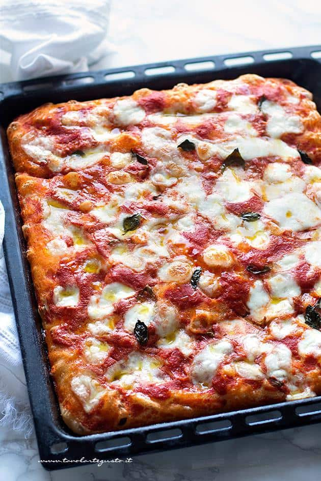 Pizza in teglia - Ricetta e segreti pizza soffice in teglia