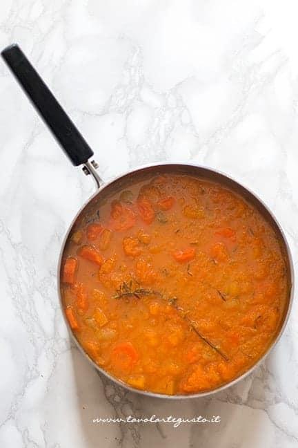 Composto stufato dopo la cottura - Ricetta Vellutata di zucca e carote