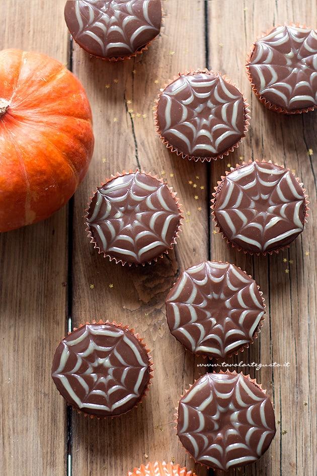 Cupcake ragnaleta per halloween - Ricetta Cupcake ragnatela