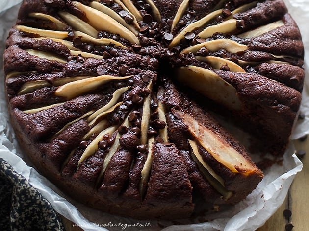 Torta pere e cioccolato - Ricetta Torta soffice pere e cioccolato-