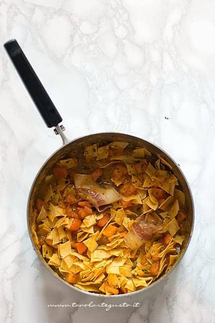 Cuocere i Maltagliati nella zucca - Ricetta Maltagliati con la zucca