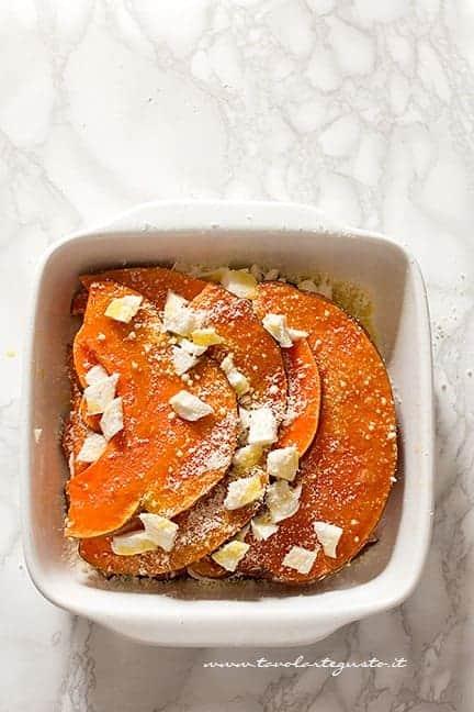 Parmigiana di zucca in teglia pronta per il forno - Ricetta Parmigiana di zucca