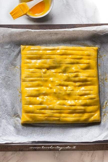 Pennellare con tuorlo - Ricetta Torta salata zucca e funghi
