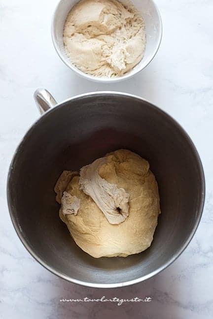 Preparare l'impasto - Ricetta Torta Angelica