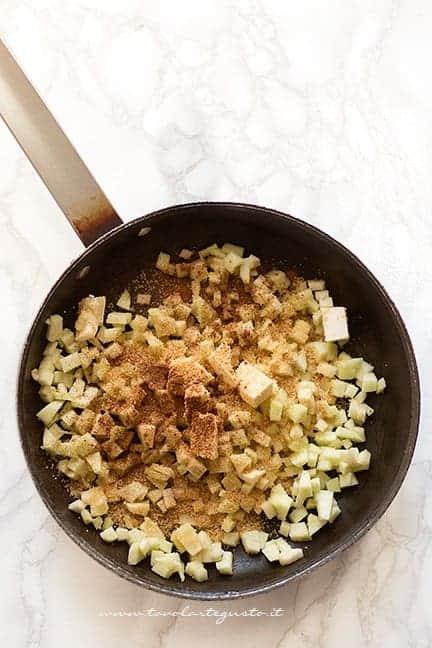 cuocere i padella mele, cannella e burro - Ricetta Hand pies