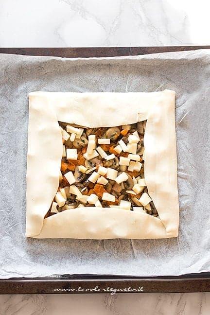 dare la forma alla torta rustica1 - Ricetta Torta salata zucca e funghi