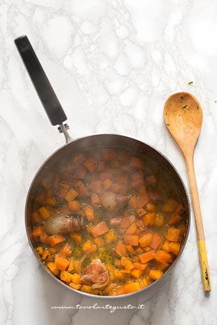 mantecare la zucca - Ricetta Maltagliati con la zucca
