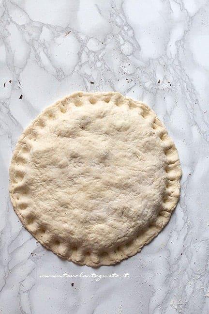 richiudere la focaccia - Ricetta Focaccia dolce in padella