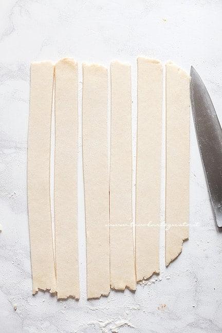 tagliare le strisce - Intreccio perfetto per crostate e pie
