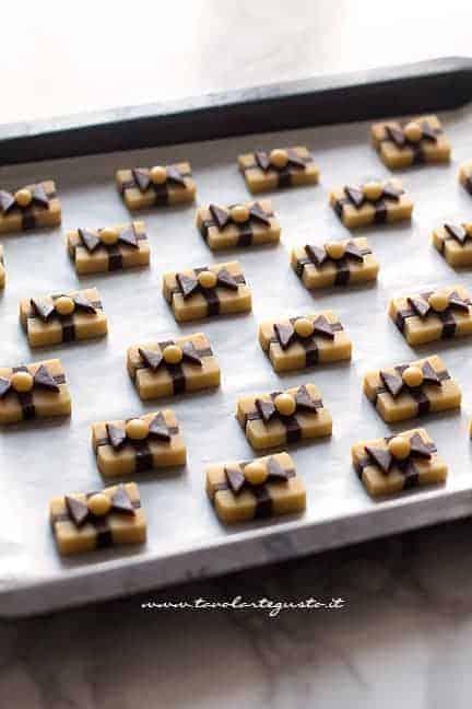 pronti da infornare - Ricetta biscotti pacchetto regalo
