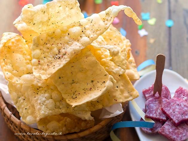 Chiacchiere salate (fritte e al forno) - Ricetta chiacchiere salate-