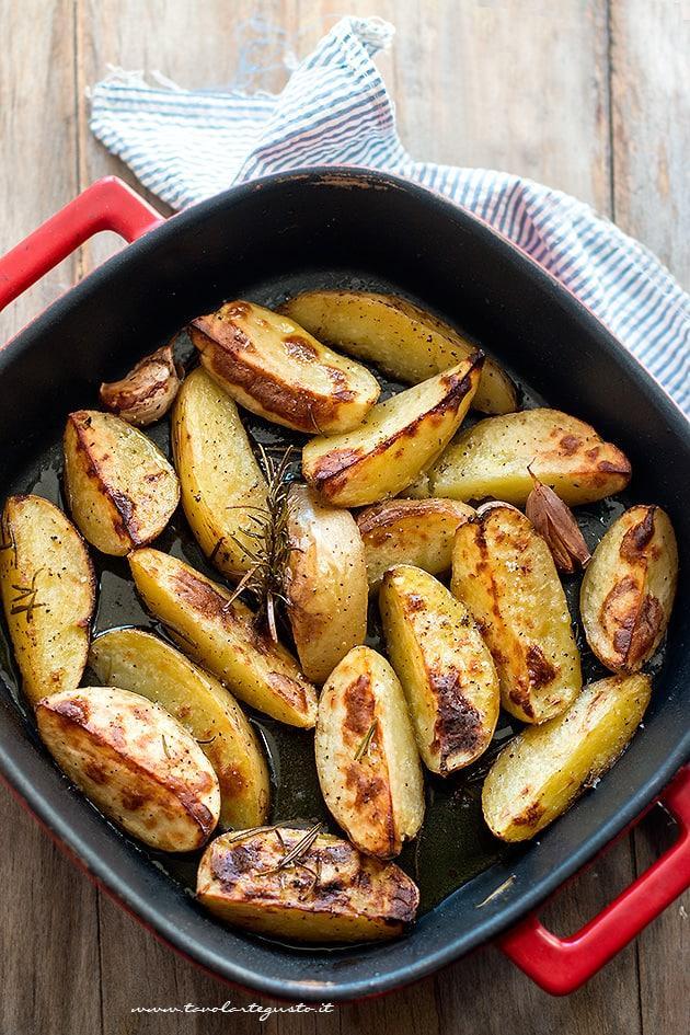 Patate al forno croccanti - Ricetta Patate al forno
