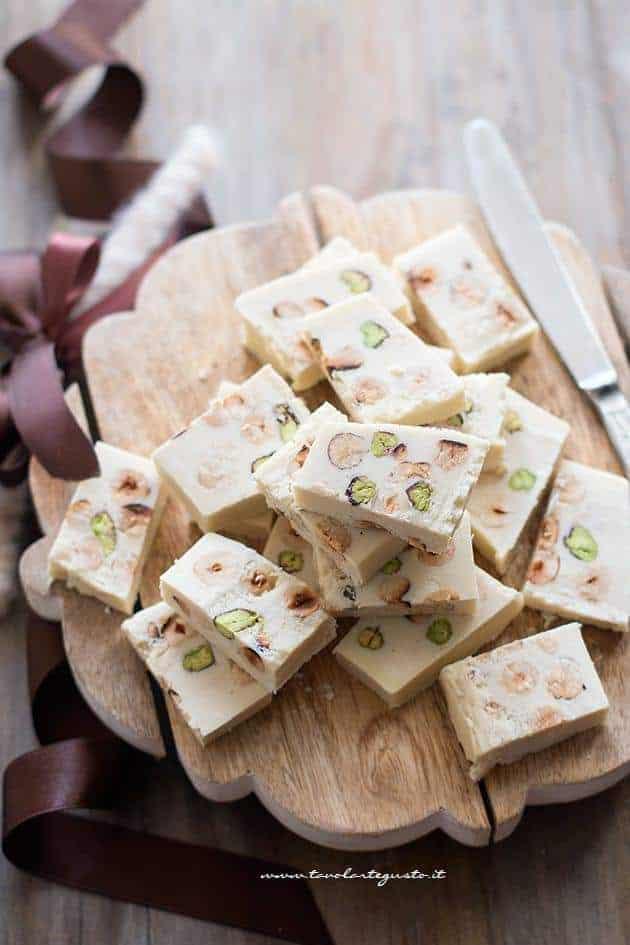 Torroncini al cioccolato bianco - Ricetta Torrone al cioccolato bianco
