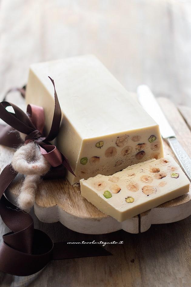 Torrone al cioccolato bianco morbido - Ricetta Torrone al cioccolato bianco