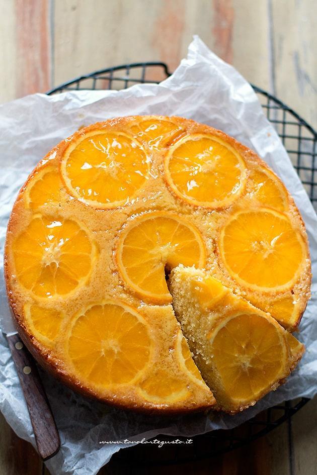 Torta rovesciata all'arancia (soffice e facilissima) - Ricetta Torta rovesciata all arancia