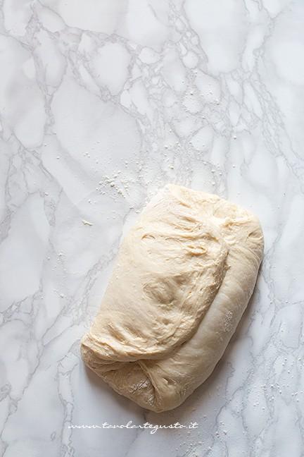 fare le pieghe (1) - Ricetta Brioches vegane (senza uova,burro e latte)
