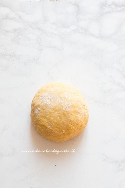 formare una palla - Ricetta Chiacchiere al forno
