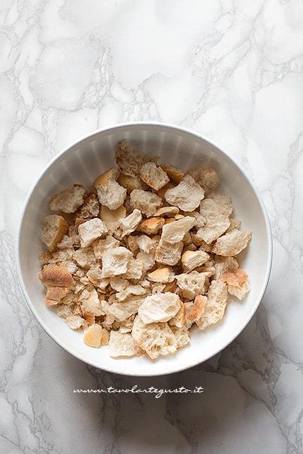sbriciolare il pane - Ricetta Pizzette di pane