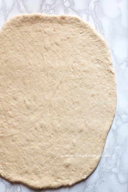 stendere impasto - Ricetta ciambelle vegan soffici senza uova, burro e latte