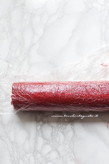 Far riposare in frigo prima di servire - Ricetta Rotolo red velvet