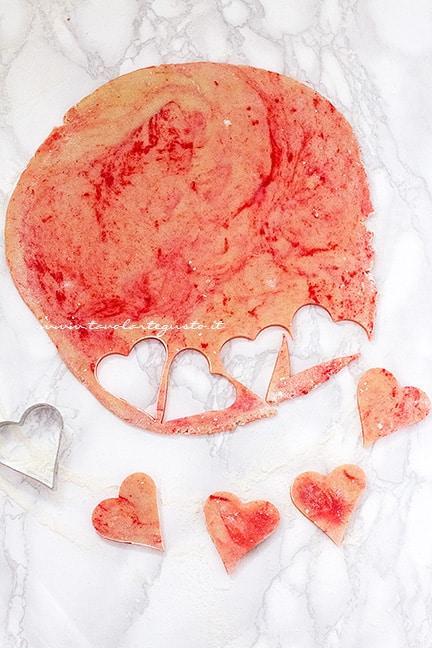 Ricavare i biscotti dall'impasto - Ricetta Biscotti marmorizzati