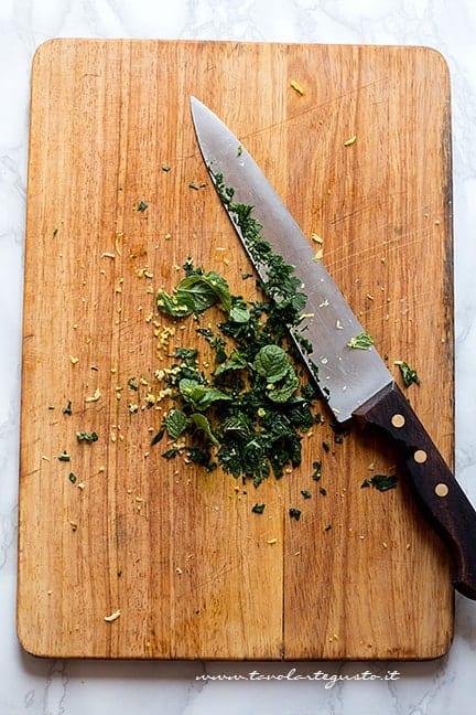 Tritare le erbe - Ricetta Persico al forno