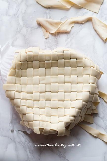 aggiungere l'intreccio sulle tagliatelle - Ricetta Tagliatelle in crosta