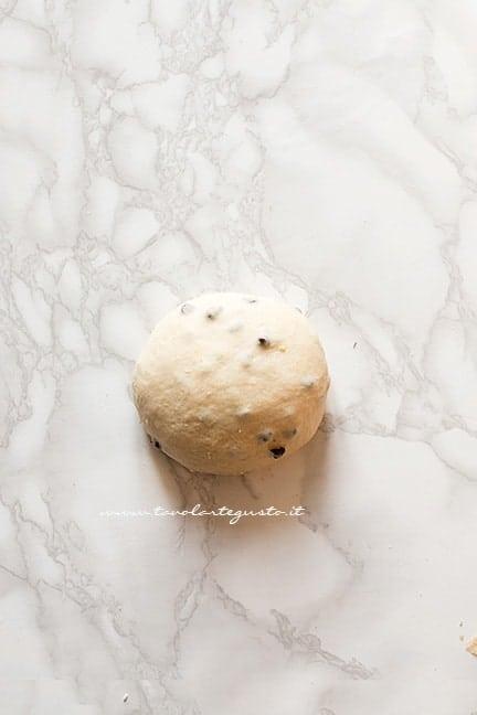 formare una palla e porre a lievitare - Pangoccioli senza uova senza latte e sanza burro - Ricetta Pangoccioli vegan