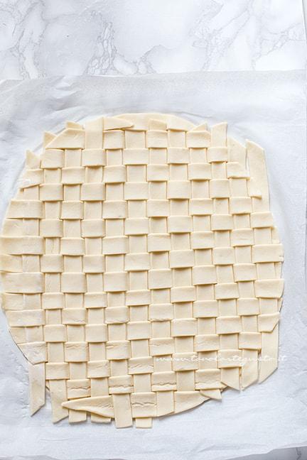 intreccio di sfoglia - Ricetta Tagliatelle in crosta