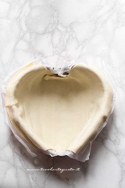rivestire di sfoglia uno stampo - Ricetta Tagliatelle in crosta