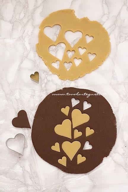 stendere e decorare la seconda parte di pasta frolla - Ricetta Crostata ricotta e nutella