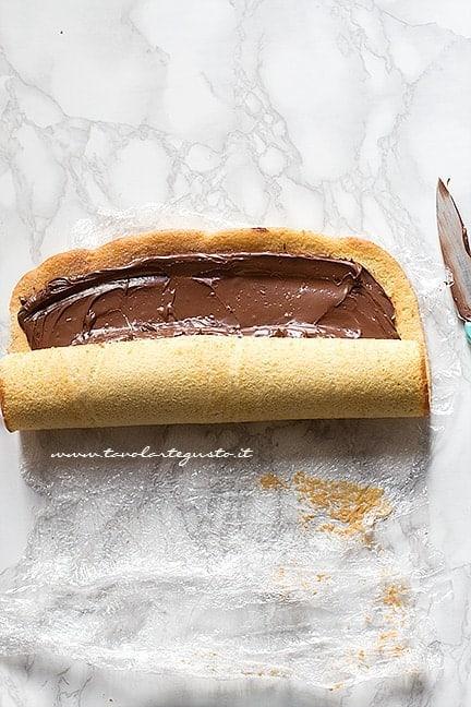 Arrotolare stretto - Ricetta Rotolo alla Nutella