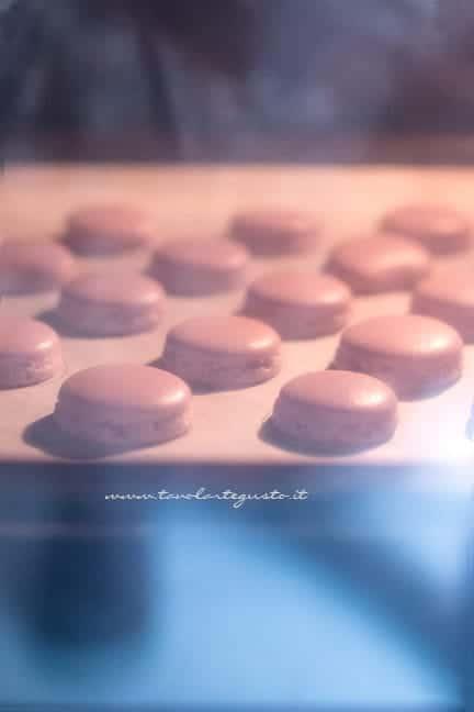 Collarino visibile dopo pochi minuti di cottura - Ricetta Macarons