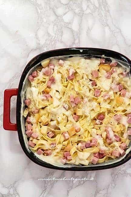 Condire la pasta con besciamella e formaggi - Ricetta Pasta al forno bianca