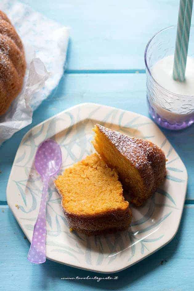 Fette soffici di Torta di Carote - Ricetta Torta di Carote senza uova, burro e latte - Torta di carote vegan