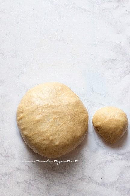 Formare 2 palle - Ricetta babà rustico