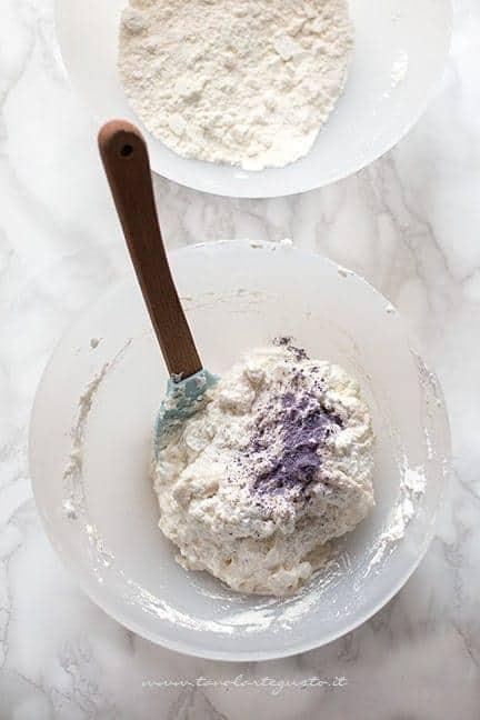 Macaronage 2 (colorare l'impasto dei macarons) - Ricetta Macarons