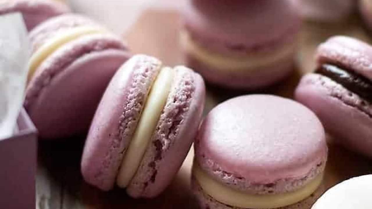 Cosa Cucinare Ad Agosto macarons : ricetta e guida passo passo per macarons perfetti!