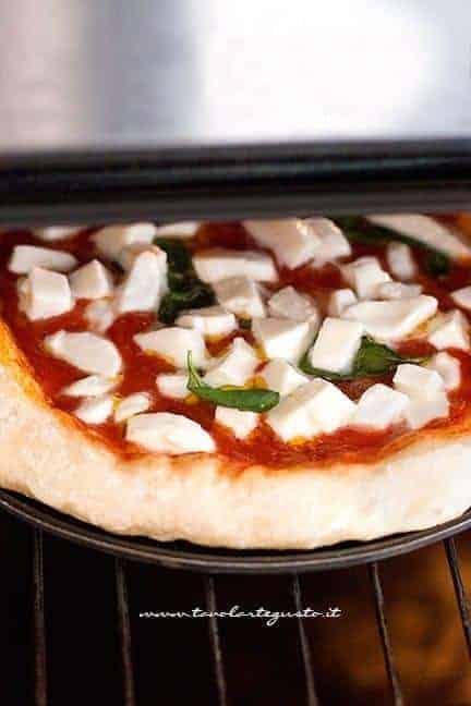 come cuocere la pizza 2 - Ricetta Pizza fatta in casa