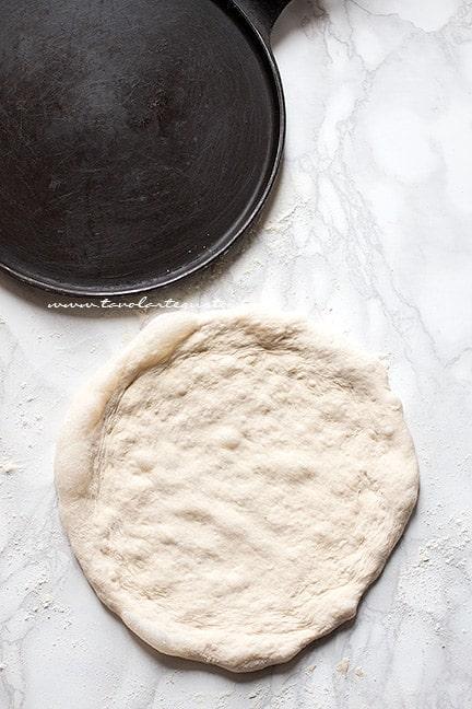 come stendere la pizza - Ricetta Pizza fatta in casa