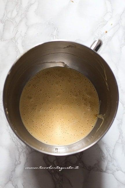montare uova, zucchero e olio - Ricetta Pasta frolla integrale