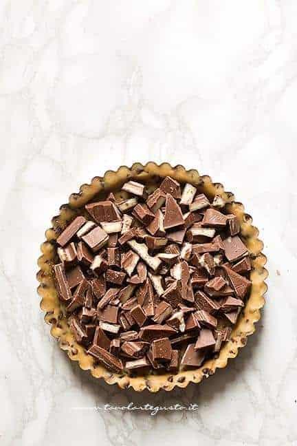 Aggiungere il ripieno di cioccolato - Ricetta Crostata cookies