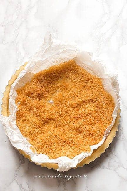 Cottura in bianco del guscio di pasta frolla - Ricetta Crostata di frutta