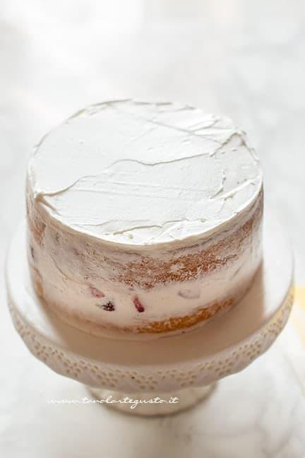 Ricoprire la torta di panna - Ricetta Torta panna e fragole