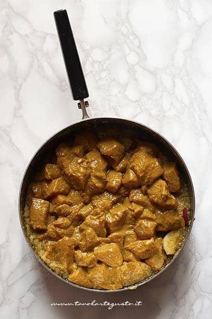 Rosolare il pollo - Ricetta pollo al curry