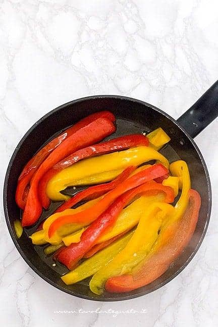 cuocere in padella le verdure - Ricetta Gateau di verdure vegetariano