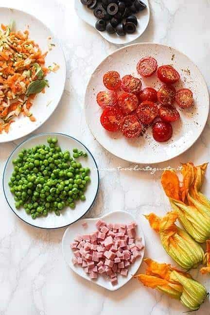le varie farciture verdure, olive, prosciutto, formaggi per i muffin salati soffici - Ricetta Muffin salati